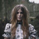 Myrkur: nový stylový outfit